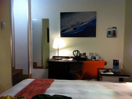 Mercure Napoli Angioino Centro: Veduta della camera