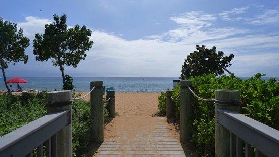 Honua Kai Resort & Spa: Access to beach
