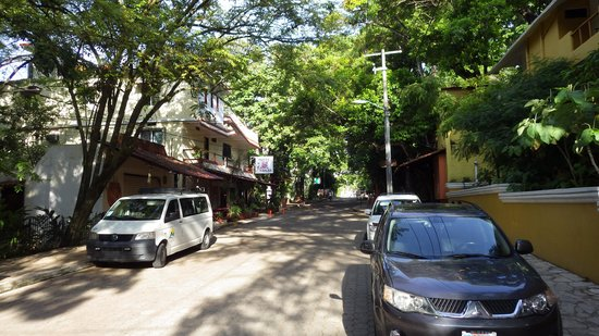 Hotel Chablis Palenque: Street