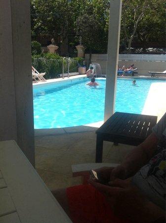Le Rose Suite Hotel: Pranzo a bordo piscina