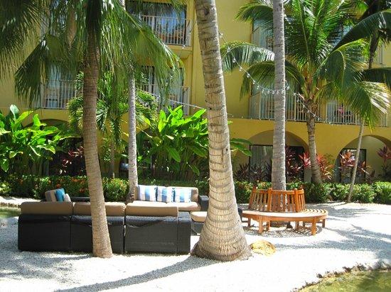 Grand Cayman Marriott Beach Resort: cute seating