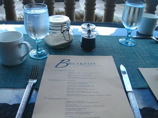 Grand Cayman Marriott Beach Resort: ocean front breakfast