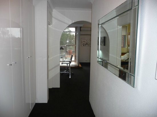 Riverview Apartments: Entry