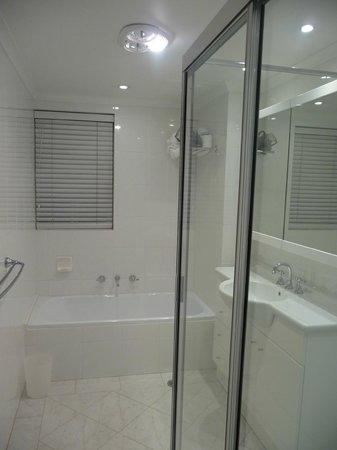 Riverview Apartments: Bathroom
