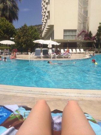 Marbel Hotel: Poolside :)