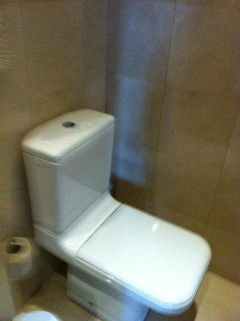 Royal Hotel Paris Champs Elysees: Toilet