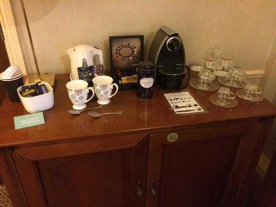 Kettering Park Hotel and Spa: Tea/Coffee facilities