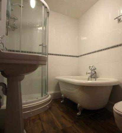Seaway Guest House: Luxury Bathroom
