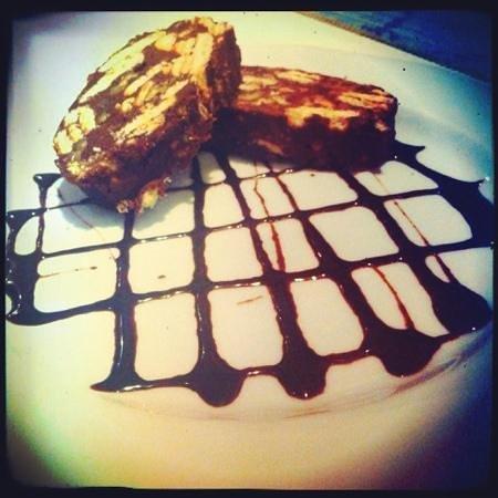 Santorini Greek Taverna: chocolate salami dessert