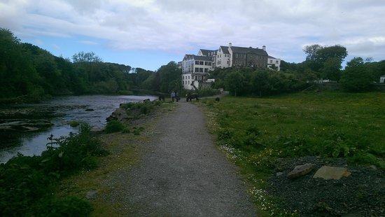 Falls Hotel & Spa: Hotel from cascades