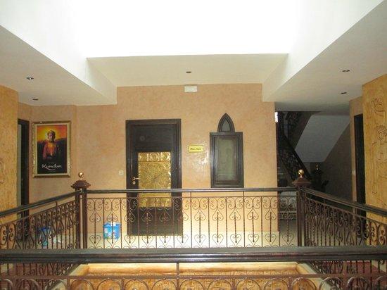 Hotel Temple des Arts: Just a cool hallway