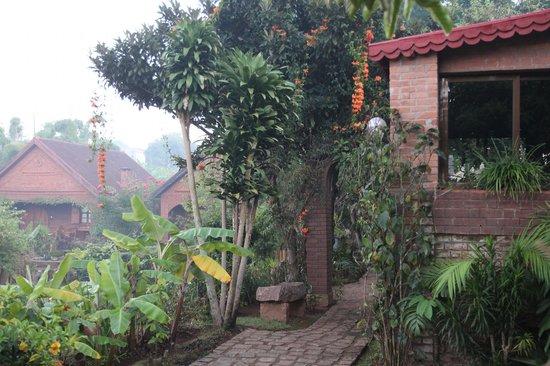 Chambres du Voyageur: Le jardin