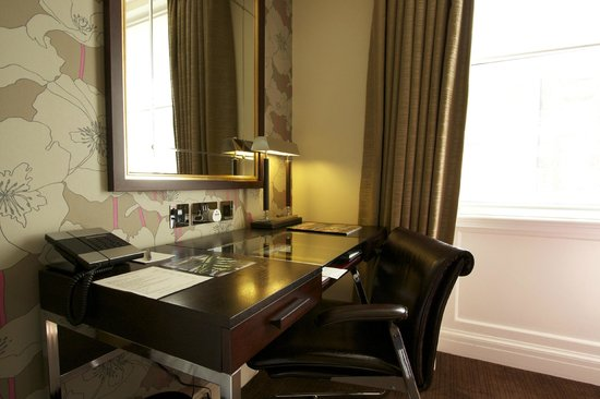 The Arch London: Executive Room - nice desk area