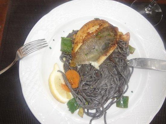 EL PIRATA: Saint Pierre mit schwarzen Spaghetti - super!