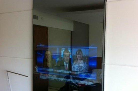 EPIC SANA Lisboa Hotel : hidden TV
