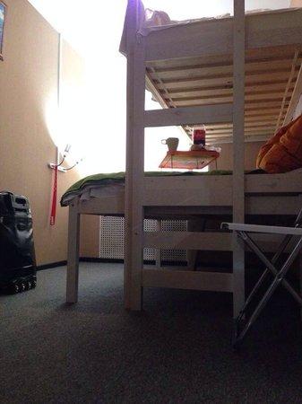 Hotel Mini on Tishinskiy : Под кроватью много места для вещей!