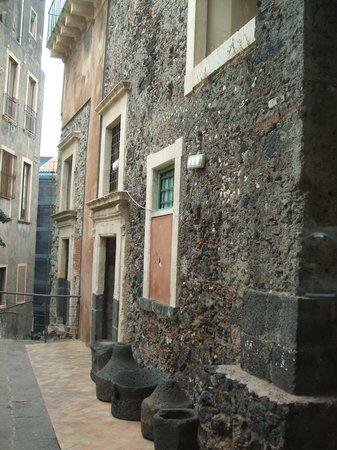 Parco Archeologico Greco Romano di Catania: House attached to the theatre