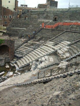 Parco Archeologico Greco Romano di Catania: View of amphitheatre