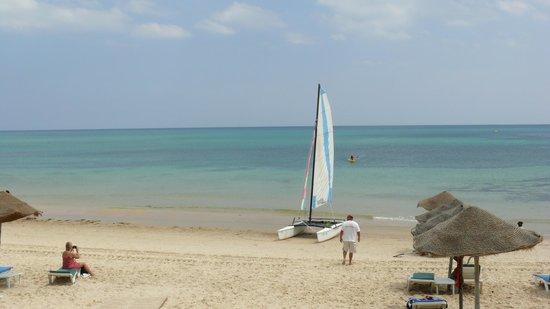 SENTIDO Aziza Beach Golf & Spa: et la plage nettoyée de ses algues