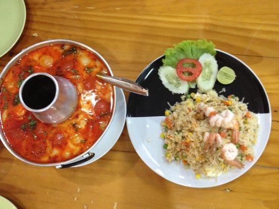 Asma Restaurant: Prawn dish, and fried Rice