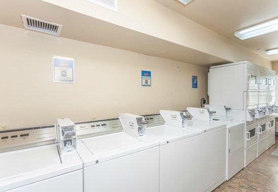 Value Place Wilmington: guest laundry