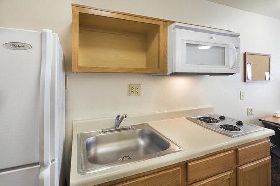Value Place I-10 West : kitchen