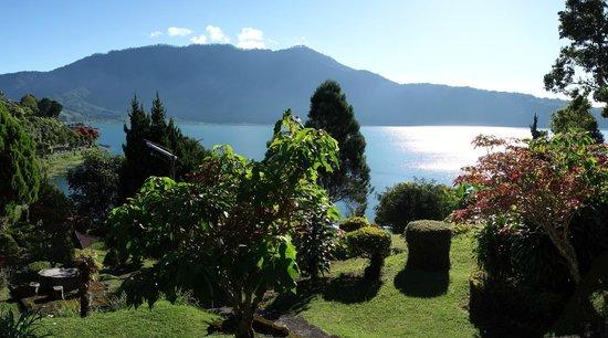 Ashram Home Stay-Hotel: Vue sur le lac