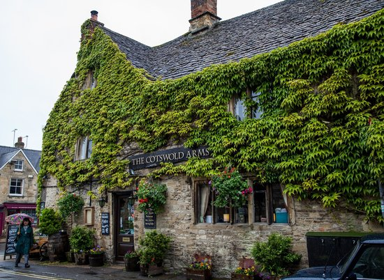 The Cotswold Arms: Outside side street view