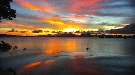 Six Senses Yao Noi : Sunrise from the Hilltop infinity pool