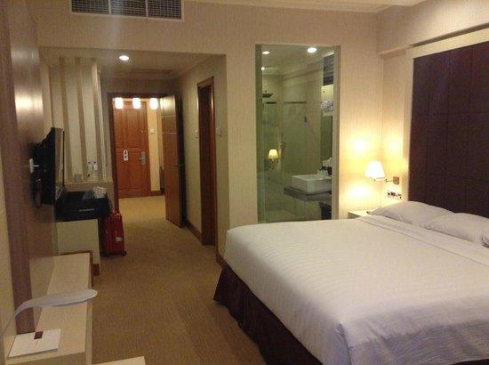 Surabaya Suites Hotel : Room 736