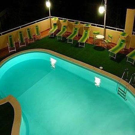 piscina hotel Ave