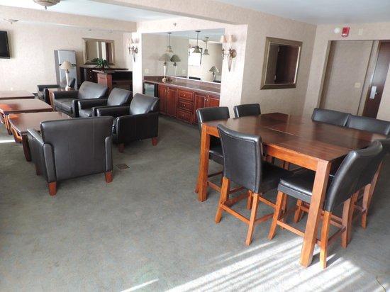 RIT Inn & Conference Center: Concierge Lounge