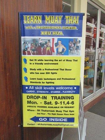 Sit Thaharnaek Muay Thai: Sign outside