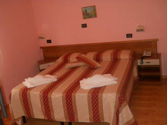 Hotel AVE : camera matrimoniale