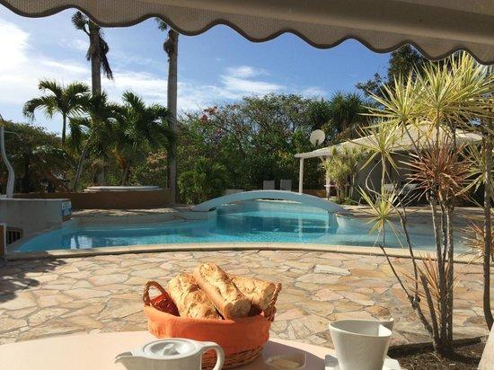 La Metisse : Petit déjeuner avec vue sur la piscine