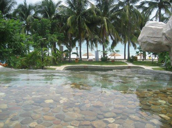 South China Hotel: бассейн