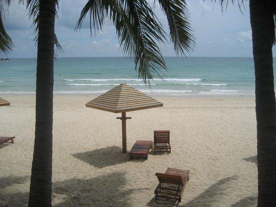South China Hotel: пляж