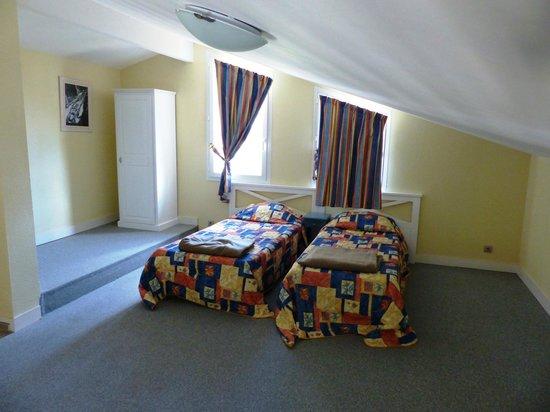 Résidence Odalys Les Greens du Bassin : Open verdieping - slaapkamer met 2 eenpersoonsbedden.