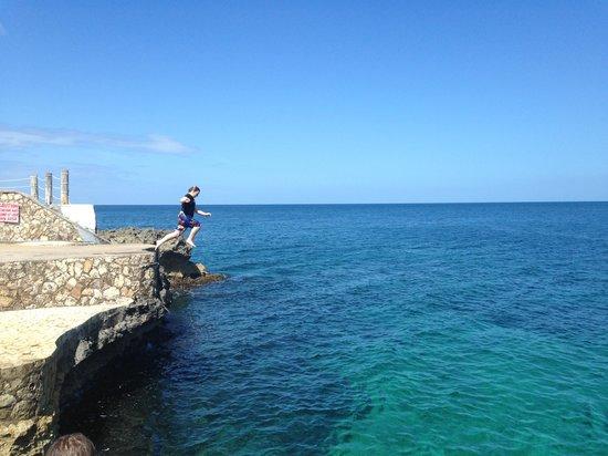 Samsara Cliffs Resort : Cliff jumping