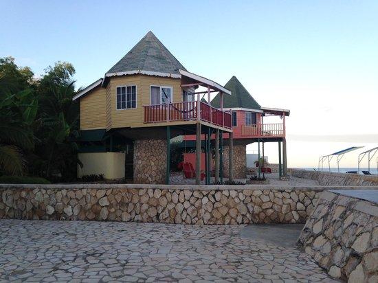 Samsara Cliffs Resort : Pillar houses