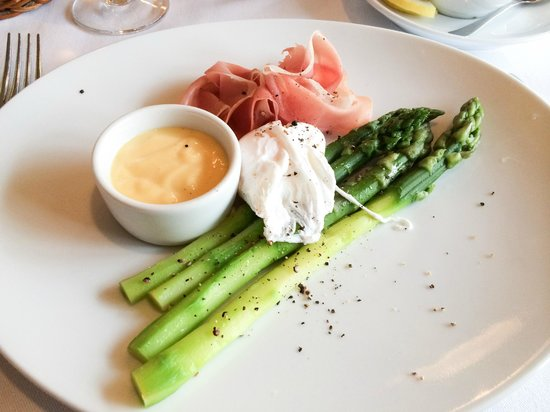 Szara  Kazimierz : Green asparagus with hollandaise sauce and poached egg