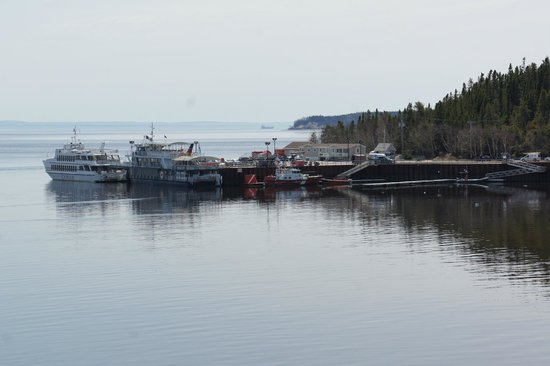 Croisieres 2001: The harbour in Tadoussac