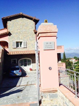 La Terrazza Di Reggello: entrance to b&b