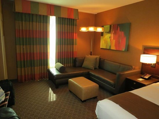 Golden Nugget Hotel: sitting area in room