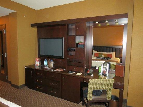 Golden Nugget Hotel: desk center