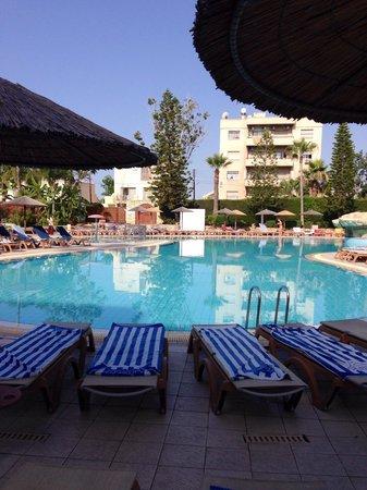 Atlantica Oasis Hotel: Shallow part pool