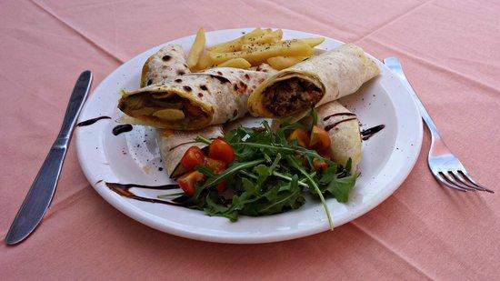 Corifo Village Hotel: Super delicious arabic pita