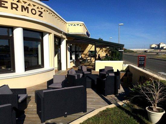 Hotel Mermoz : Terrasse extérieure