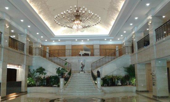 Castle Hotel Suwon: Castle Hotel foyer enterance