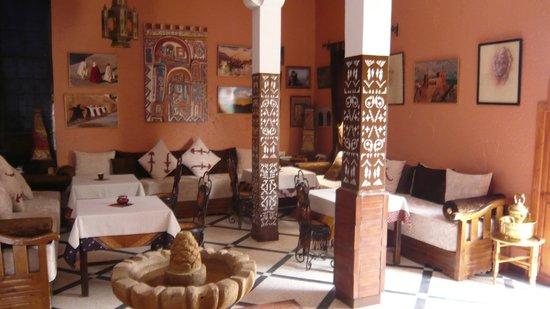 Le Petit Riad: Le hall d'accueil qui sert aussi de salle à manger